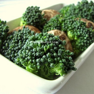 Stir Fried Broccoli with Mushrooms and Bean Sprouts