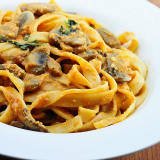 Mushrooms and Fettuccine in Vegan Tomato Basil Sauce
