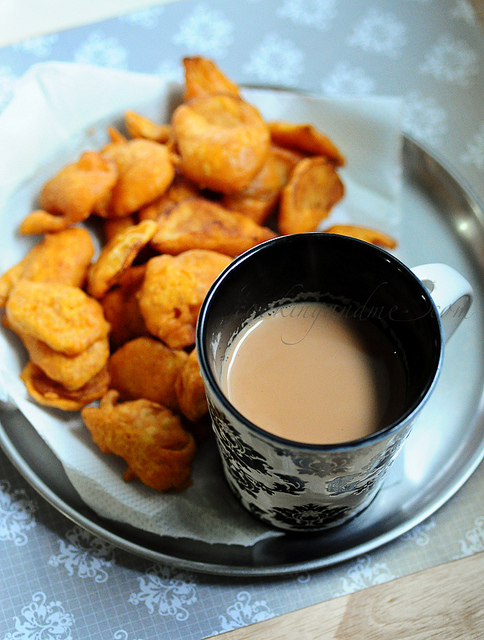 Aloo Bajji / Potato Bajji | Quick n Easy Snacks