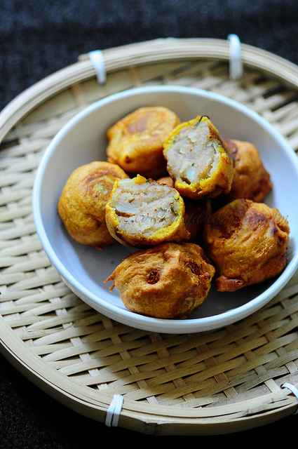Aloo Bonda-Potato Bonda-A Quick Snack South Indian Style