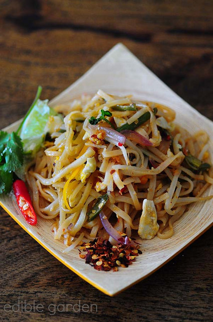 pad thai-vegetarian pad thai noodles recipe