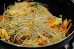 pad thai-vegetarian pad thai noodles recipe-10