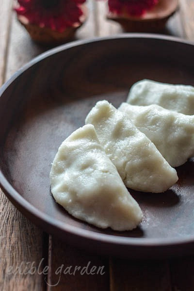 uppu kozhukattai-ulundu kozhukattai-ganesh chaturthi recipe-15