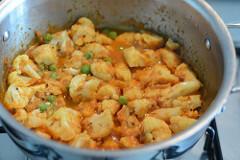 cauliflower green peas coconut curry recipe-9