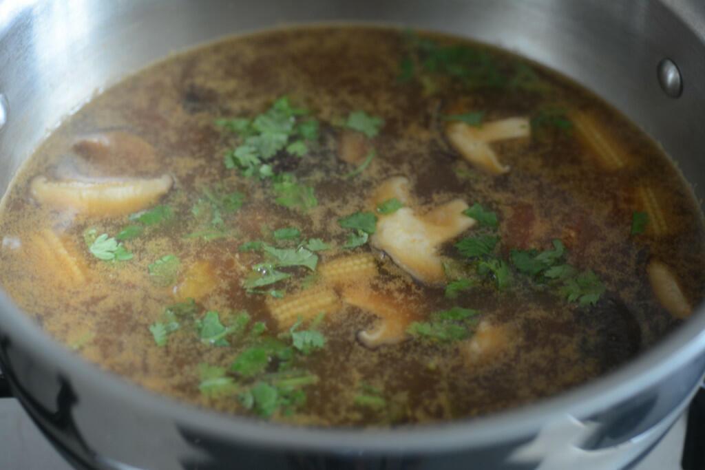 vegetarian tom yum soup recipe, how to make thai tom yum soup-12