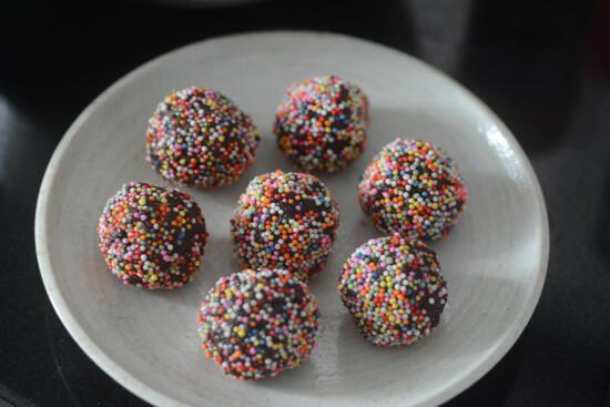 chocolate biscuit balls recipe no bake